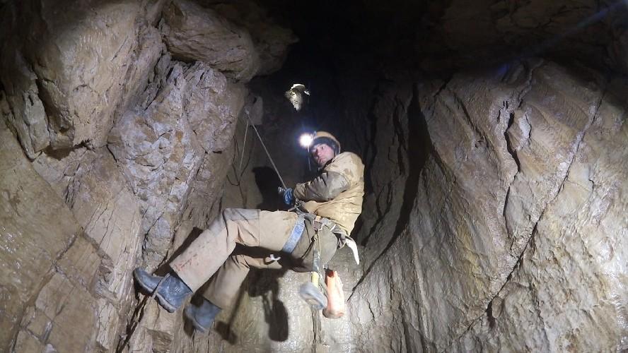 Кцентру Земли: спелеологи обнаружили самую глубокую пещеру вмире