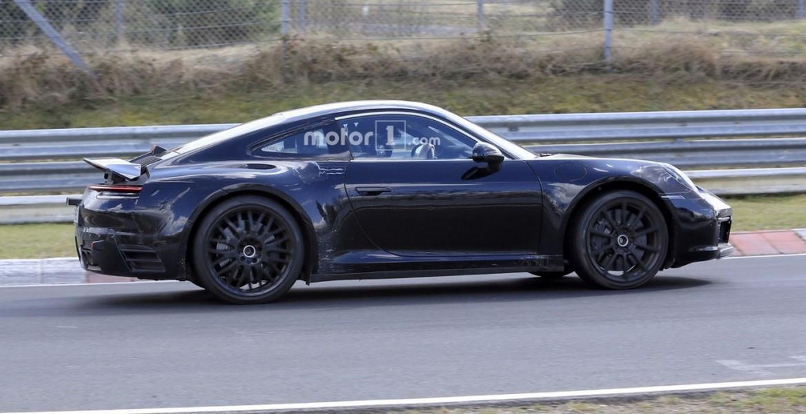 Всети интернет появились кадры нового гибридного купе Порш 911