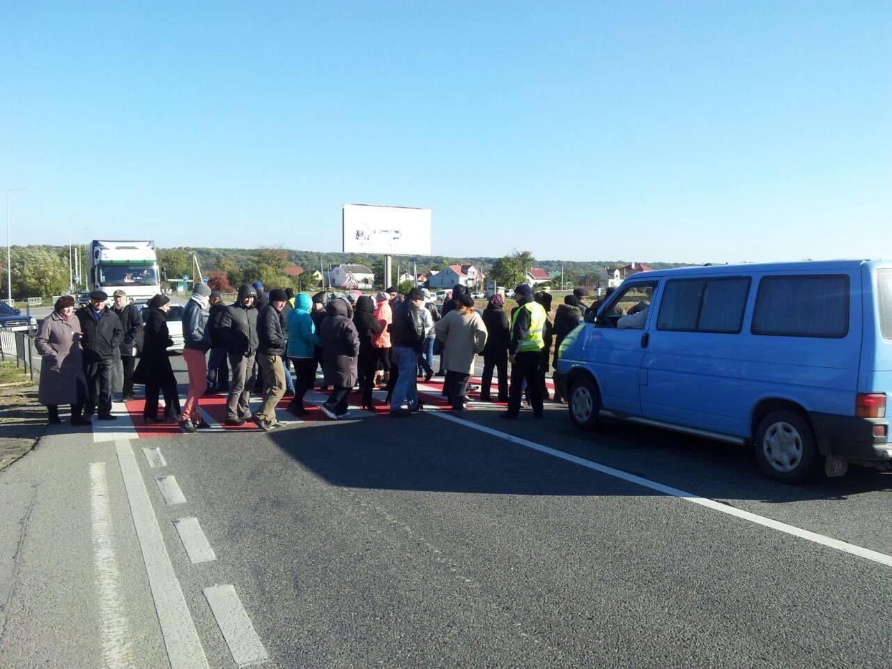 Польские активисты перекрыли дорогу Львов— Варшава