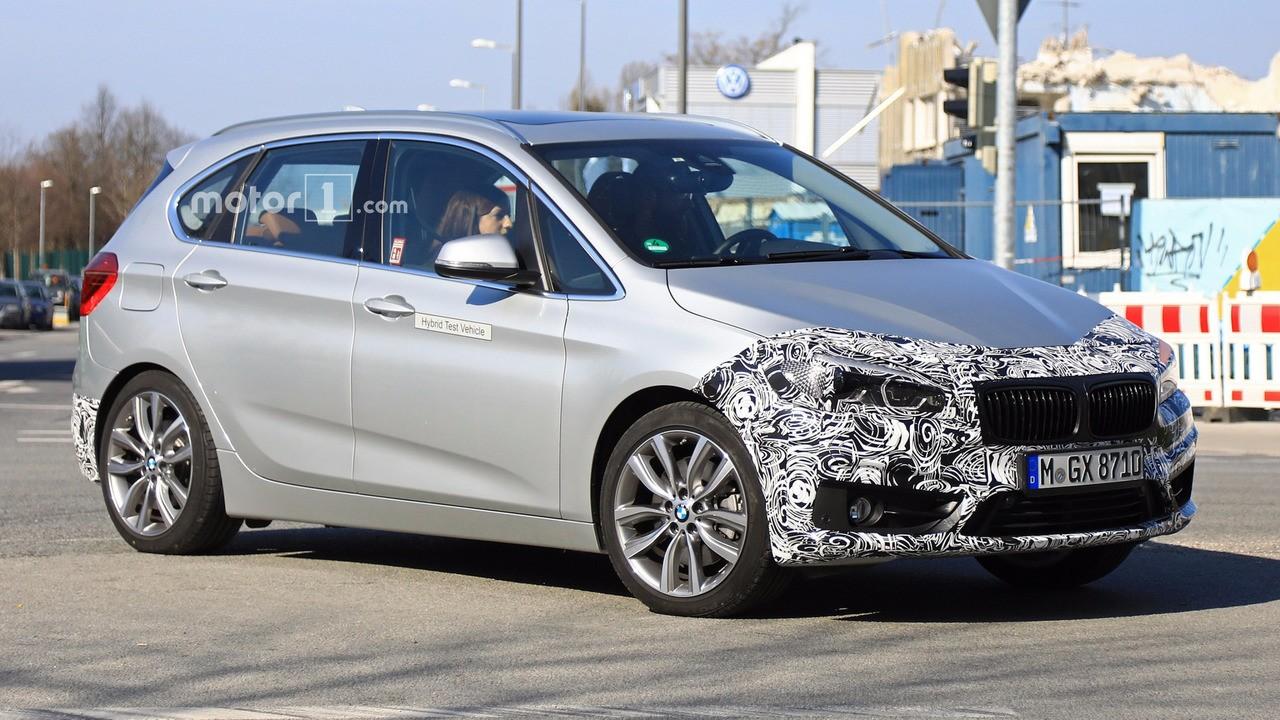 Обновленный BMW 2 Series Active Tourer попал в объективы