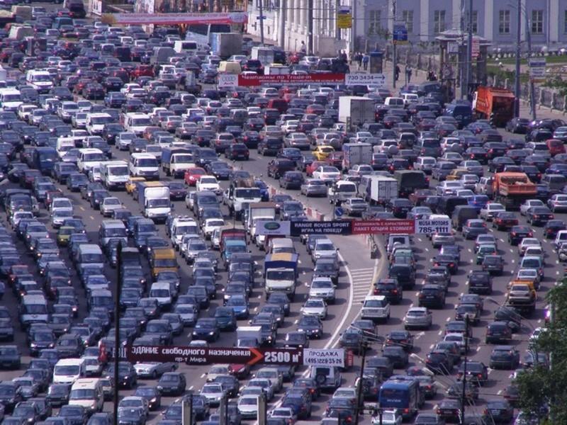 Продажи новых машин в столице России рухнули практически начетверть