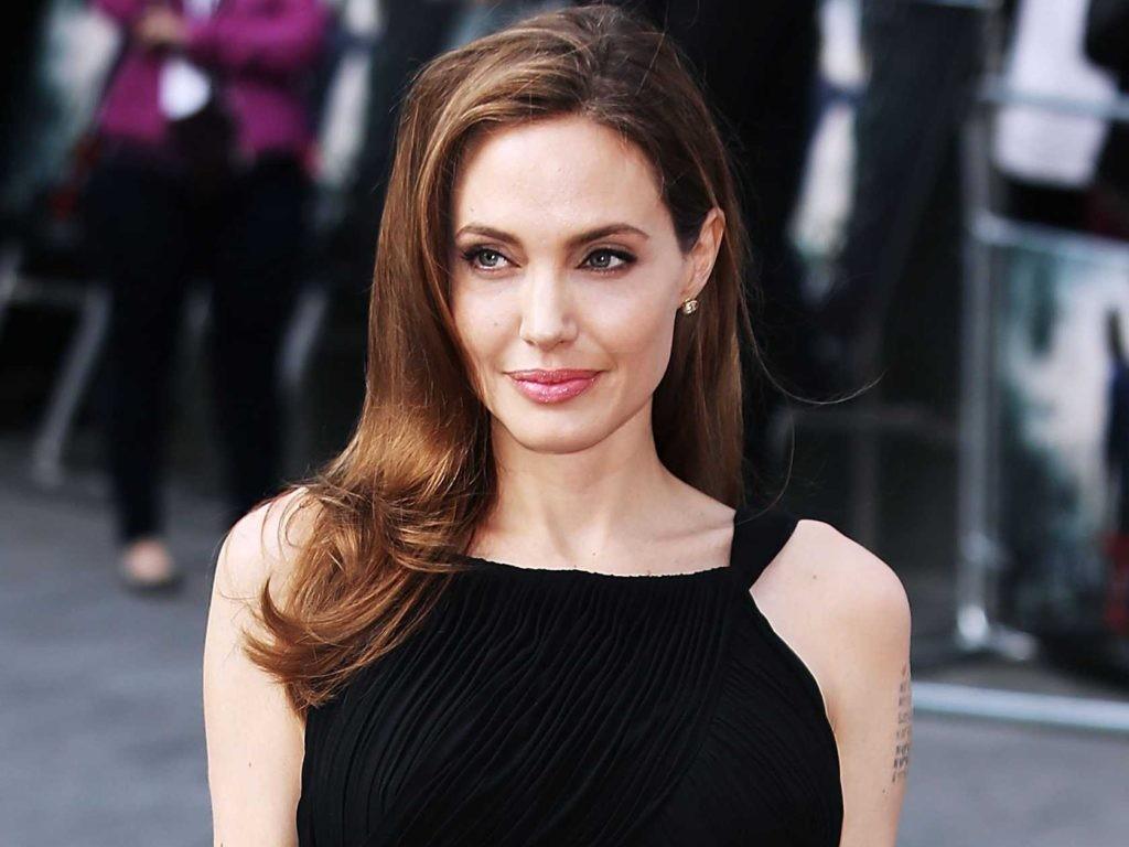 Анджелина Джоли собирается приобрести поместье вКалифорнии