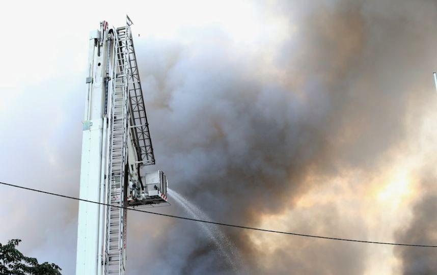 Пожар наангаре сосмазочными материалами произошел в столице