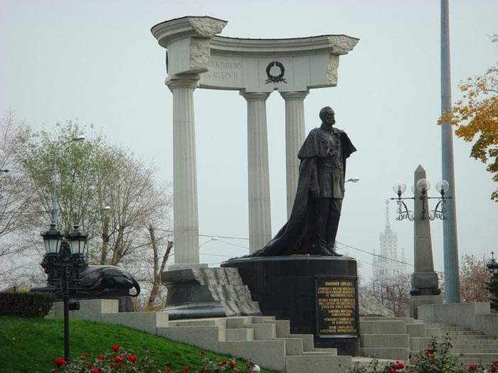Монумент АлександруII стал первопричиной скандала вБолгарии