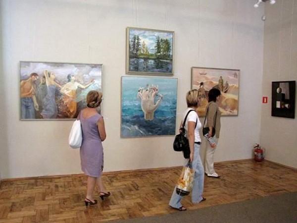 Выставка Алексея Крюкова расположилась в музее Современного искусства ЕАО