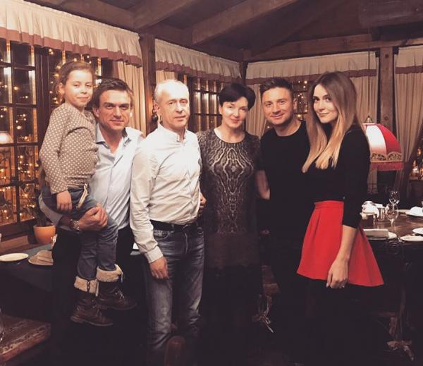 Лазарев в кругу семьи отпраздновал день рождения мамы Топалова