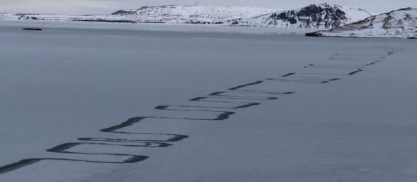 На озере в Исландии появились таинственные узоры