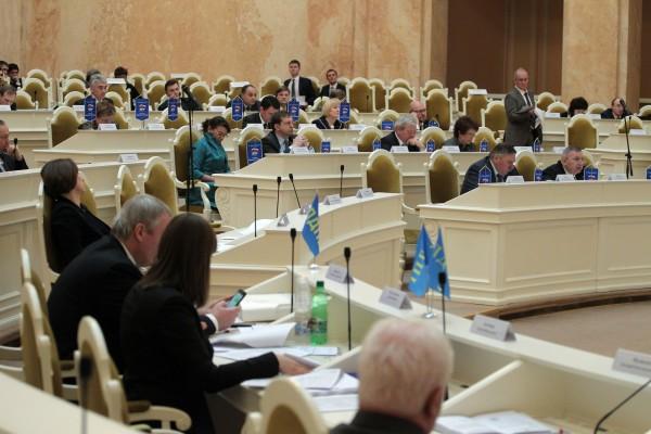 Четверо депутатов попытались сорвать заседание ЗакСа