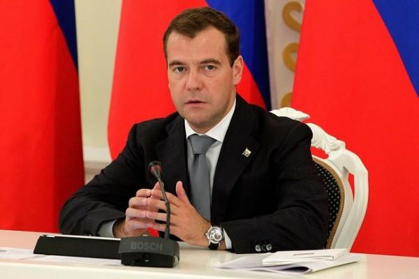 Медведев потребовал от чиновников приземленного общения с народом