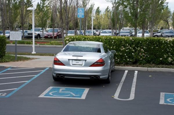 Госдума не одобрила введение штрафов за парковку автомобилей с закрытыми номерами
