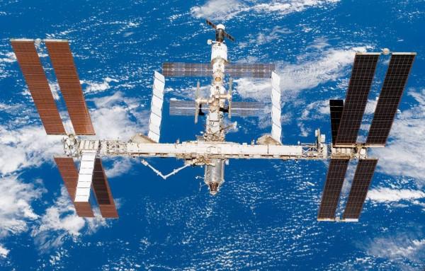 На орбите зафиксирован странный летающий объект, следящий за МКС
