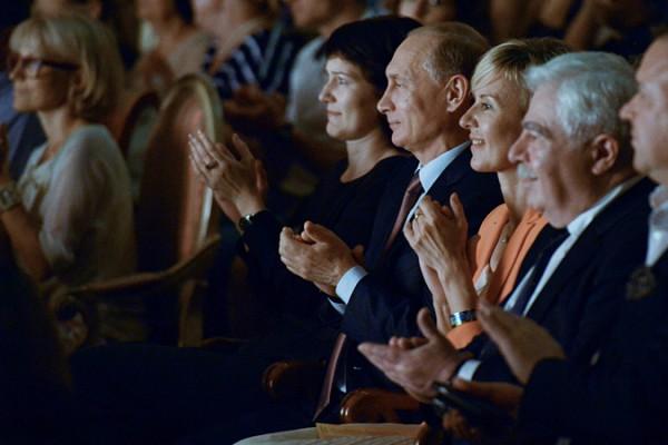 Путин приехал в Малый театр на спектакль