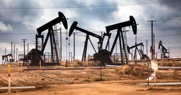 Банк России прогнозирует снижение цен на нефть до 40 долларов за баррель