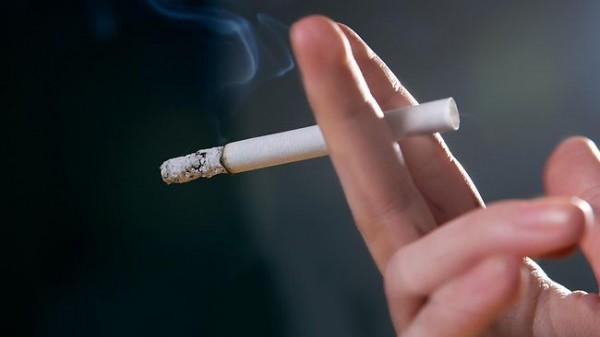 Большинство курильщиков являются бедными