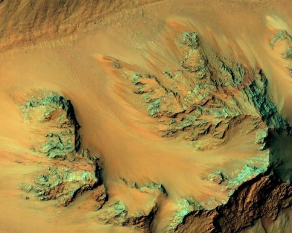 Ученые: Соленая вода на Марсе может быть всего лишь оптической иллюзией