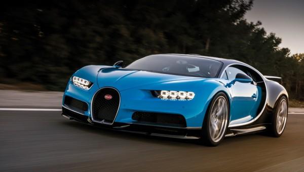 Издание EVO опубликовало видео, на котором Bugatti Chiron разгоняется до 351 километров
