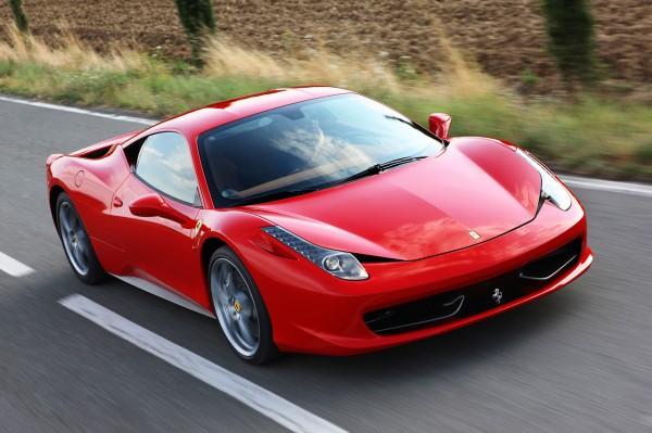 Владелец Ferrari отсудил у властей 12 тысяч долларов из-за ямы на дороге
