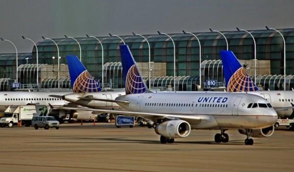 Двух девочек не пустили на борт самолета в США из-за леггинсов