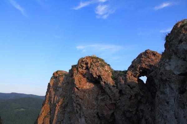 В Красноярском крае погиб альпинист, сорвавшийся со скалы