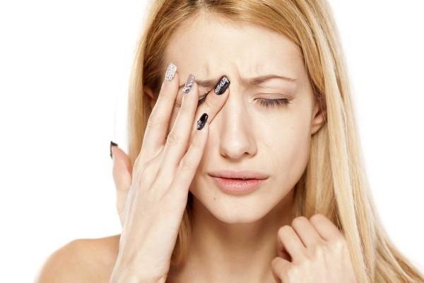 Эксперты назвали причины нервного тика глаза