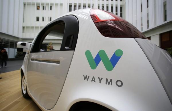 Беспилотные автомобили Waymo прошли испытание снегом