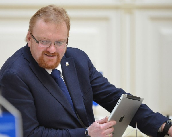 Виталий Милонов требует проверки «групп вписок» в социальных в сетях