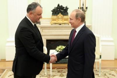 Додон преподнес Путину несколько десятков бутылок вина
