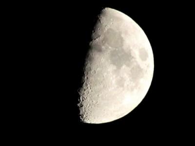 Ученые предложили использовать лунную пыль как генератор энергии