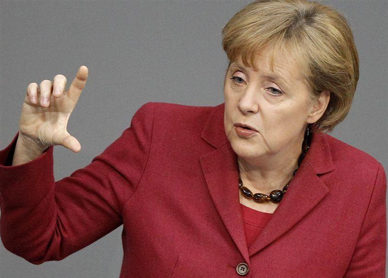 Меркель призвала мигрантов уважать законы иценности Германии