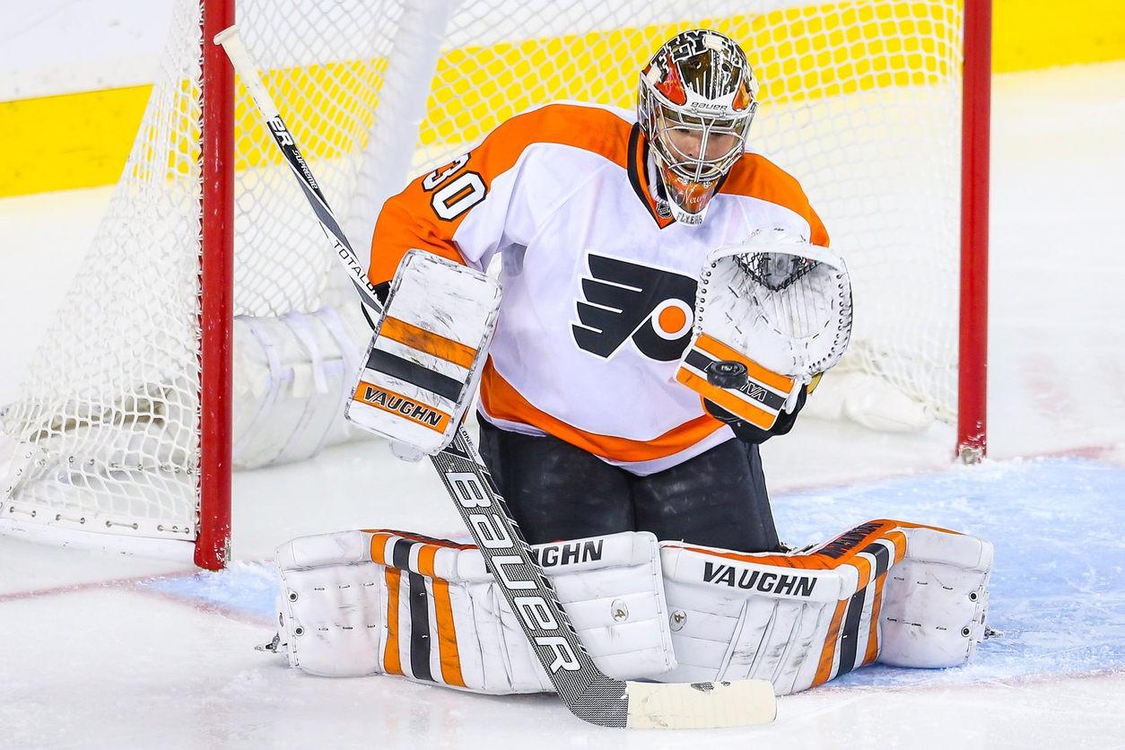 Голкипер «Филадельфии» Нойвирт упал вобморок наматче НХЛ