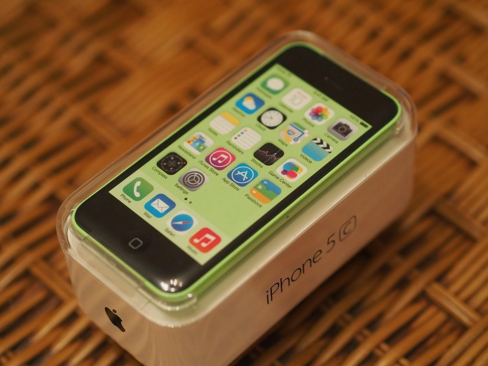 Компания Apple вместе с Greenpeace выпустила мобильные телефоны взеленом цвете