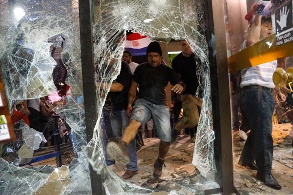 Президент Парагвая сократил руководителя МВД после протестов