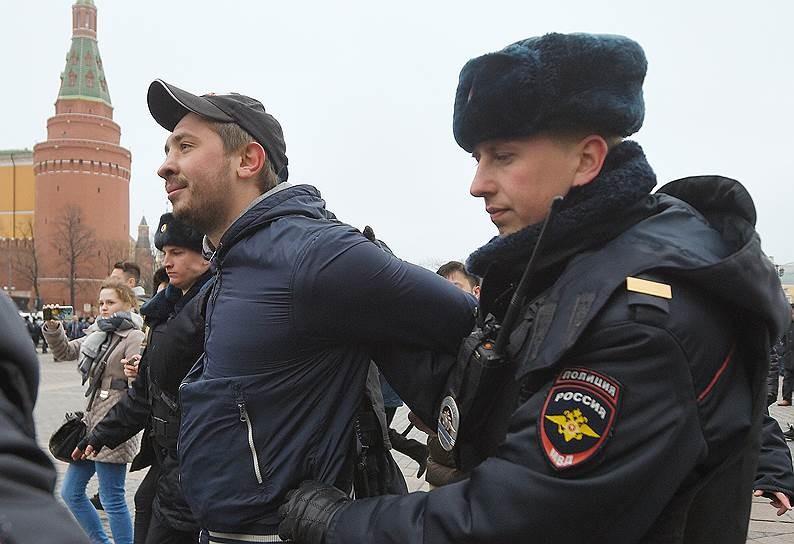 Размещены кадры задержания участников несанкционированной акции протеста вцентре столицы