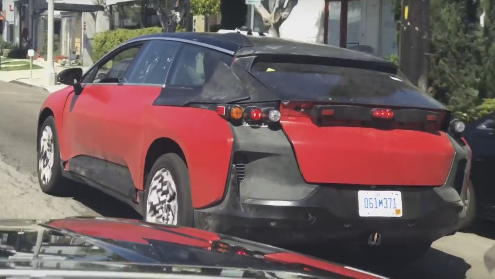 Faraday Future вывела на тестирования конкурента Tesla Model X