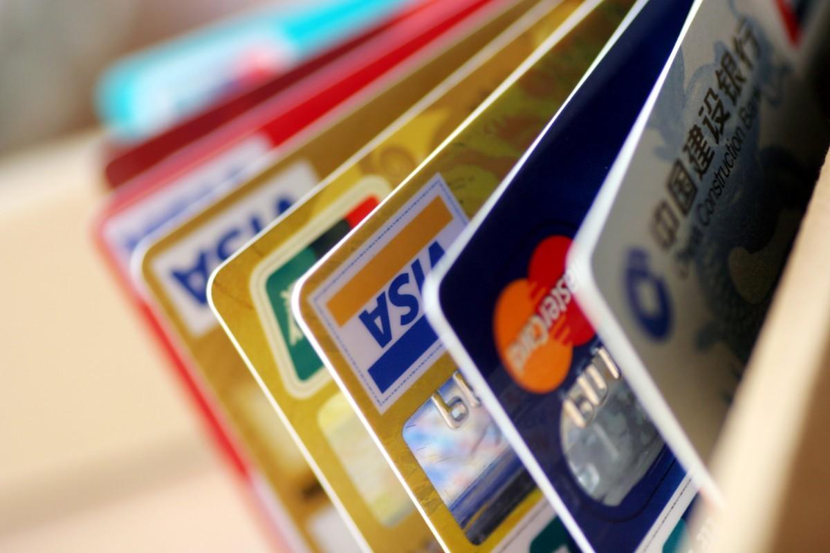 Наиболее популярным кредитным продуктом ужителей российской федерации стали кредитные карты