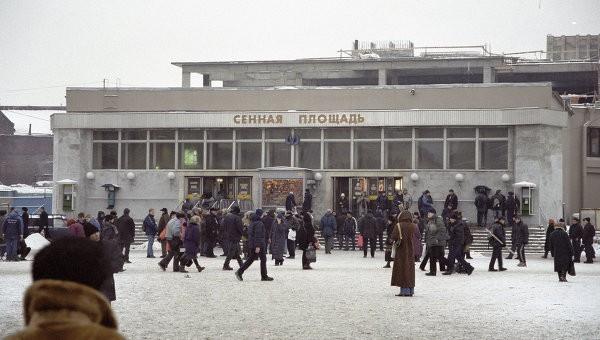 25 человек были привезены в клиники после взрыва вметро Петербурга