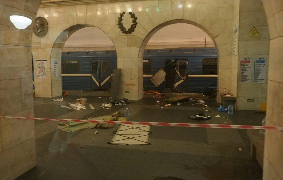 В пресс-центре губернатора Петербурга подтвердили смерть 10 человек вметро