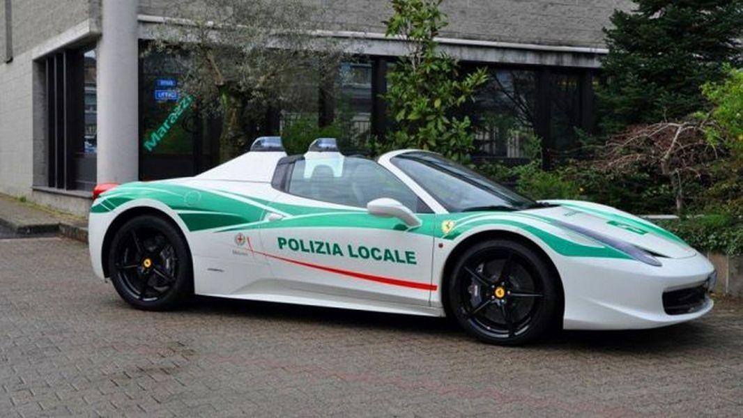 Милиция Милана конфисковала Феррари 458 Spider ивзяла суперкар себе