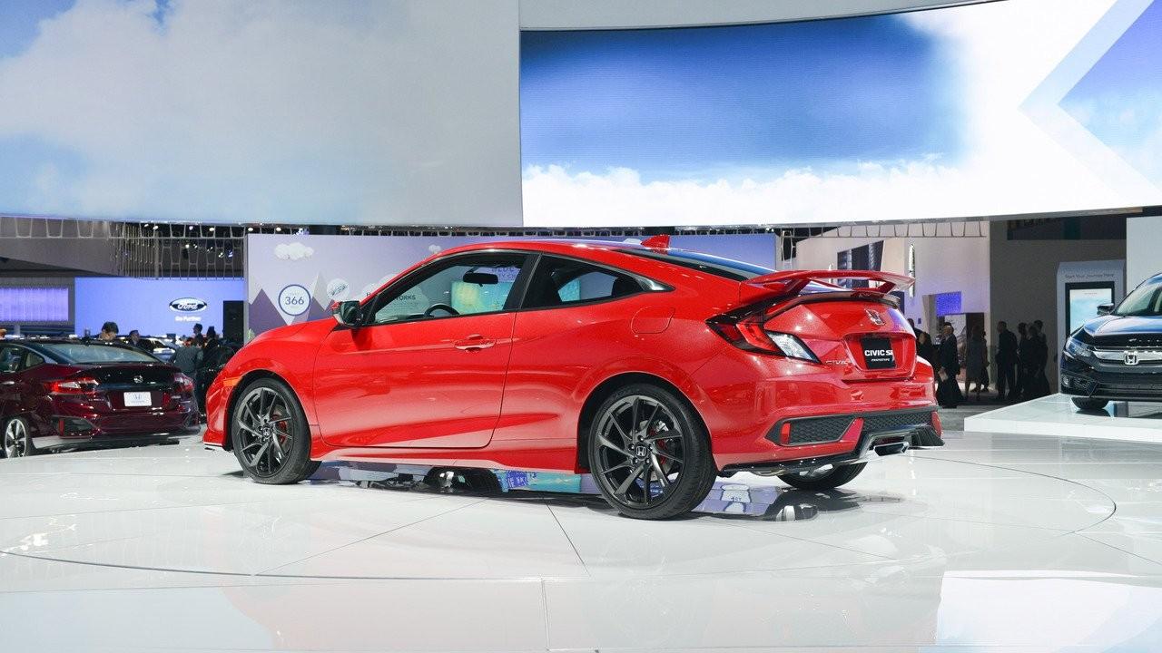 Хонда покажет седан икупе Civic Si6апреля
