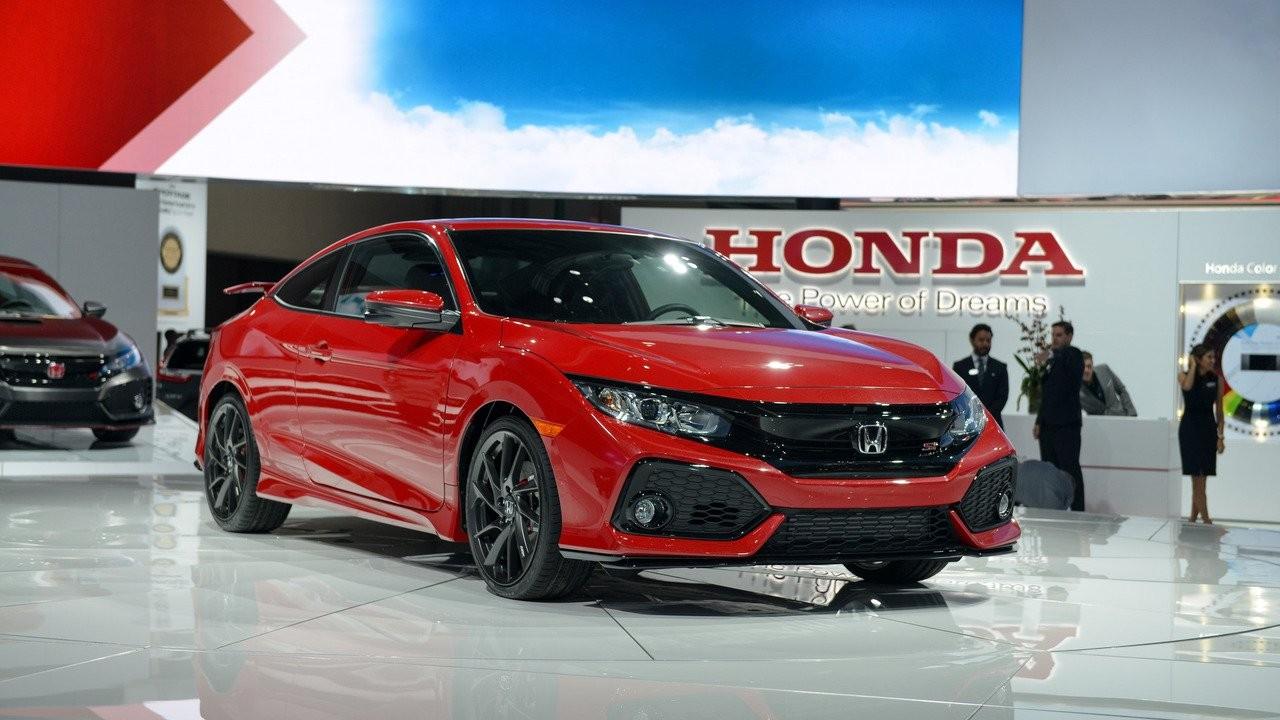 Хонда показала спортивные модели Civic Si