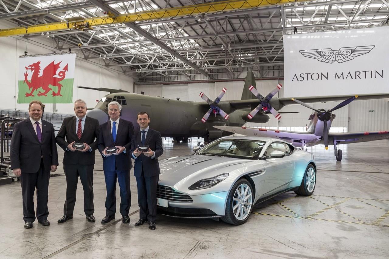 Астон Мартин открыл завод набывшей военной базе
