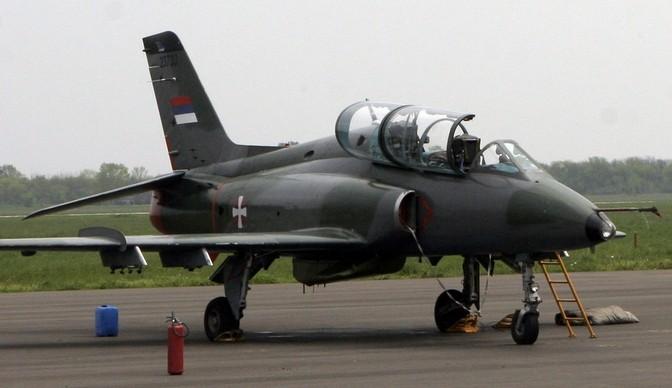 Два пилота погибли при крушении учебно-боевого самолета вСербии