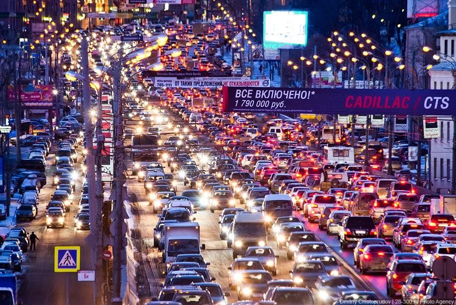 Пробки настоличных трассах достигли 8-ми баллов
