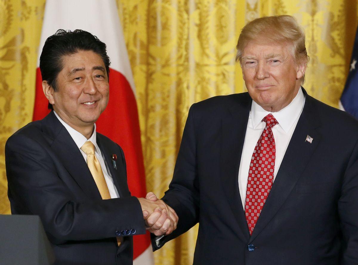 Абэ обсудил сТрампом Сирию иКНДР