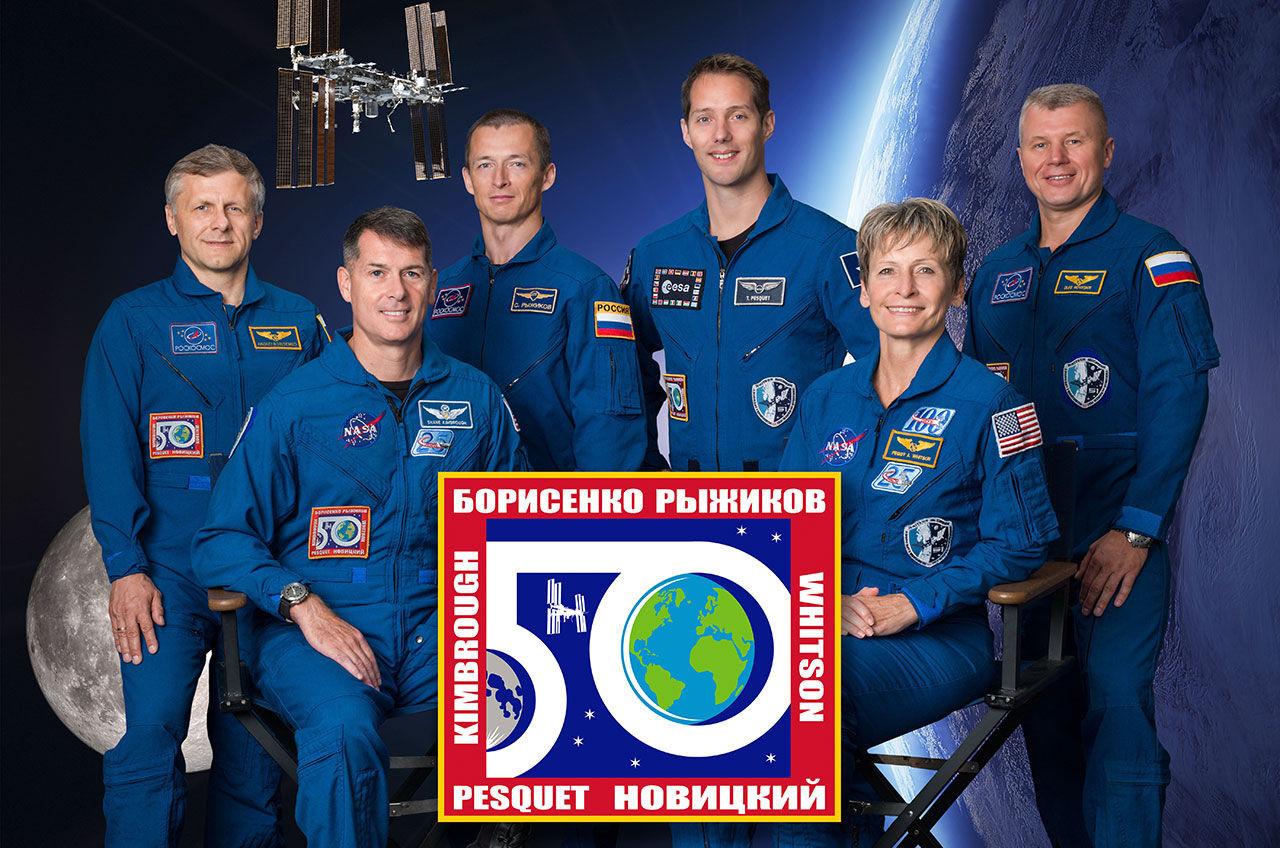 Трое членов экипажа МКС благополучно вернулись наЗемлю