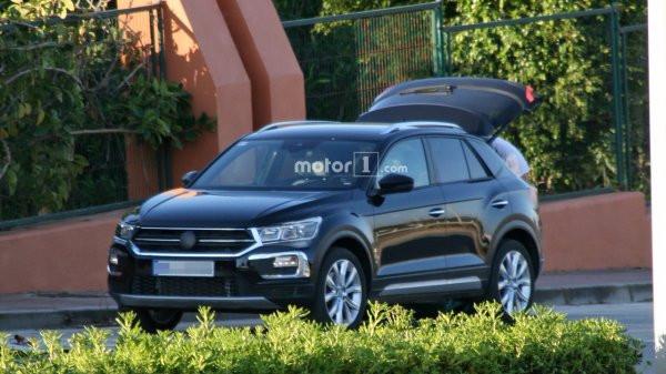 Новый VW T-Roc дебютировал нашпионских фото без камуфляжной защиты