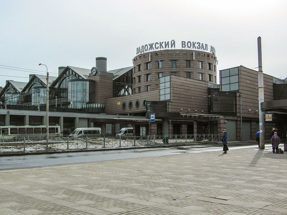 Ладожский вокзал эвакуировали из-за сумочки сличными вещами