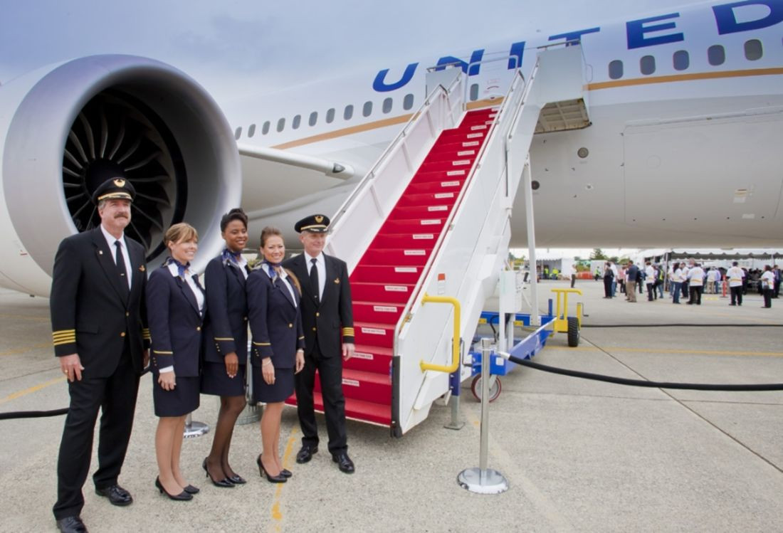 United Airlines потеряла 750 млн долларов из-за выгнанного изсамолета пассажира