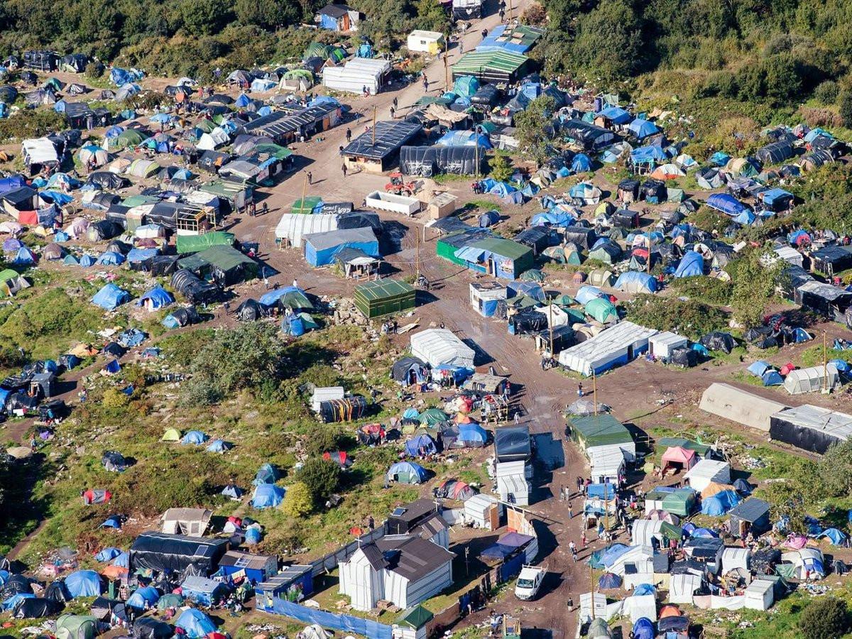 В лагере беженцев во Франции произошел пожар после драки мигрантов