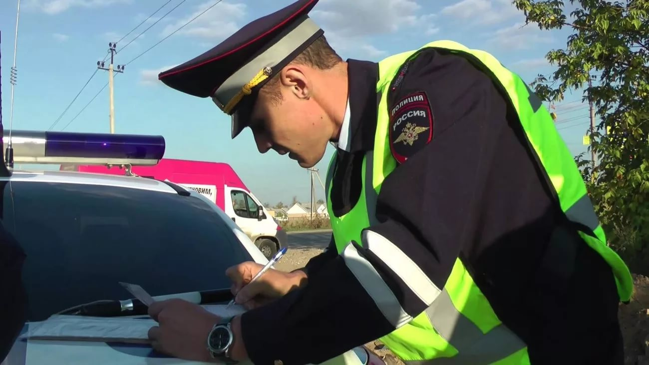Пассажир БМВ ранил инспектора вПетербурге, защищая автоледи-нарушительницу
